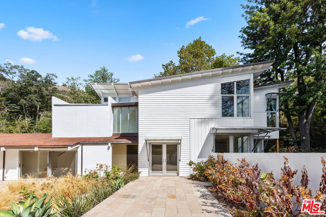 2492 MANDEVILLE CANYON Road - Brentwood, California