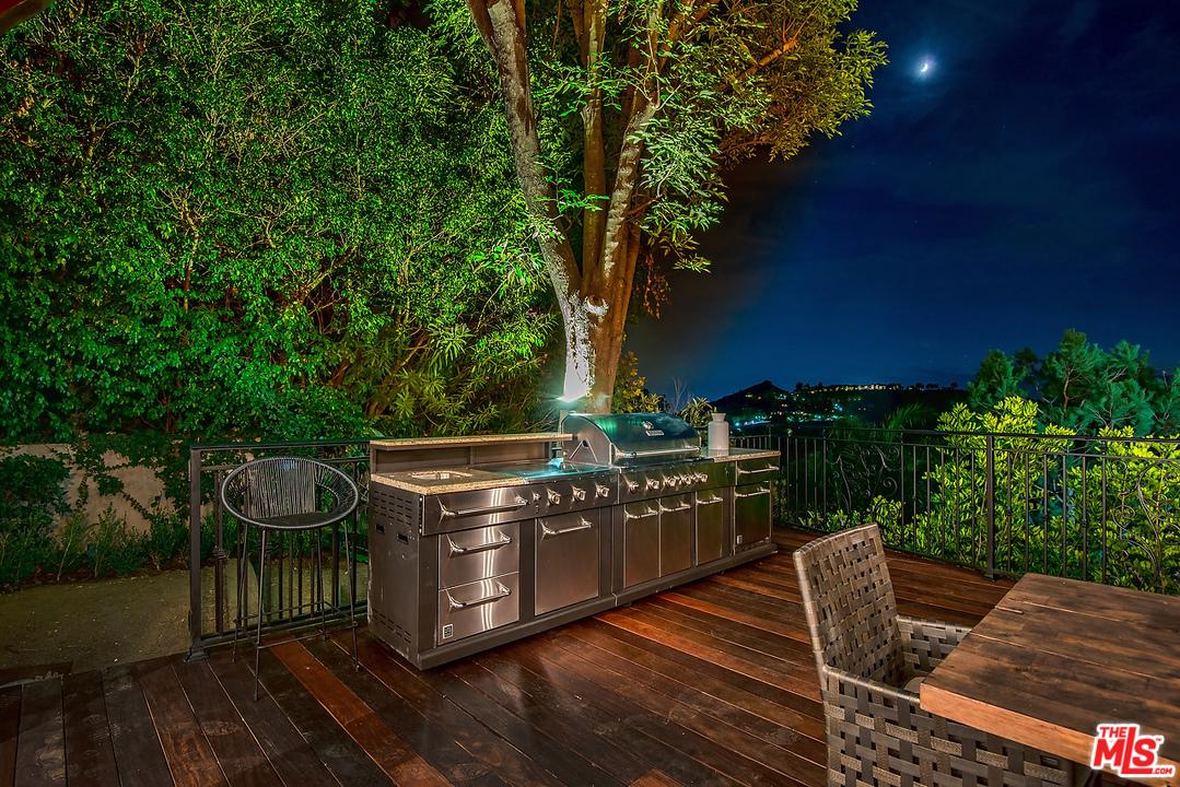 2819 COLDWATER CANYON, Beverly Hills, CA 90210