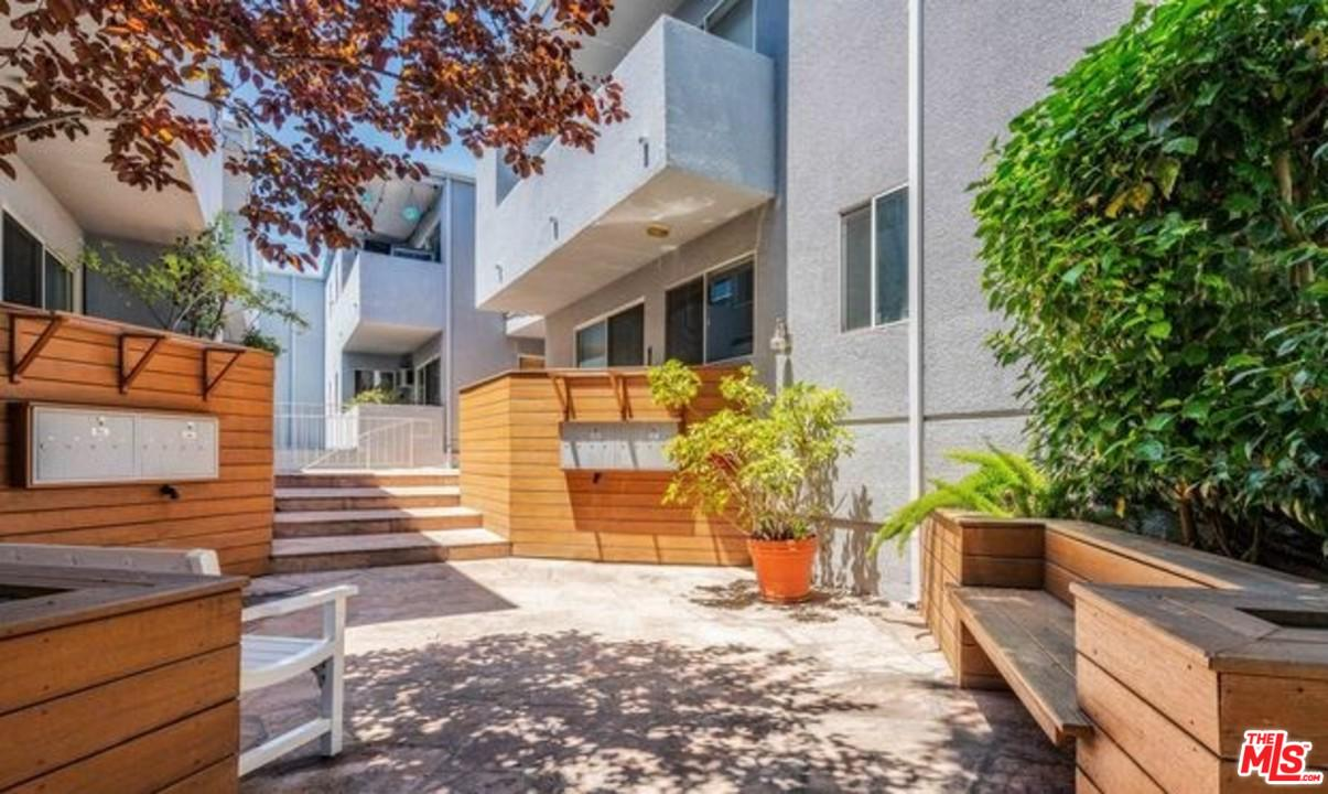 2223 BENTLEY, Los Angeles (City), CA 90064