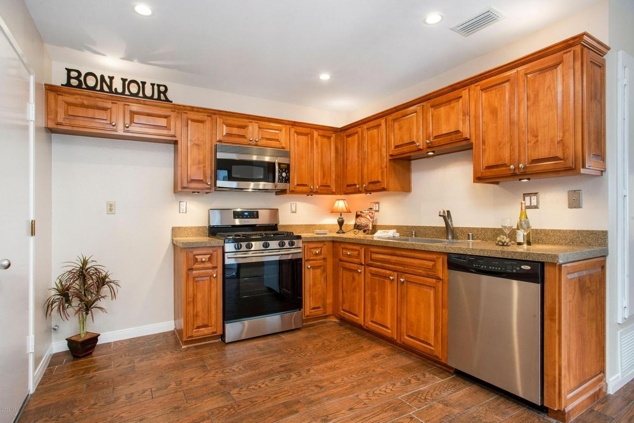 993 VIA COLINAS, Westlake Village, CA 91362 - Kitchen