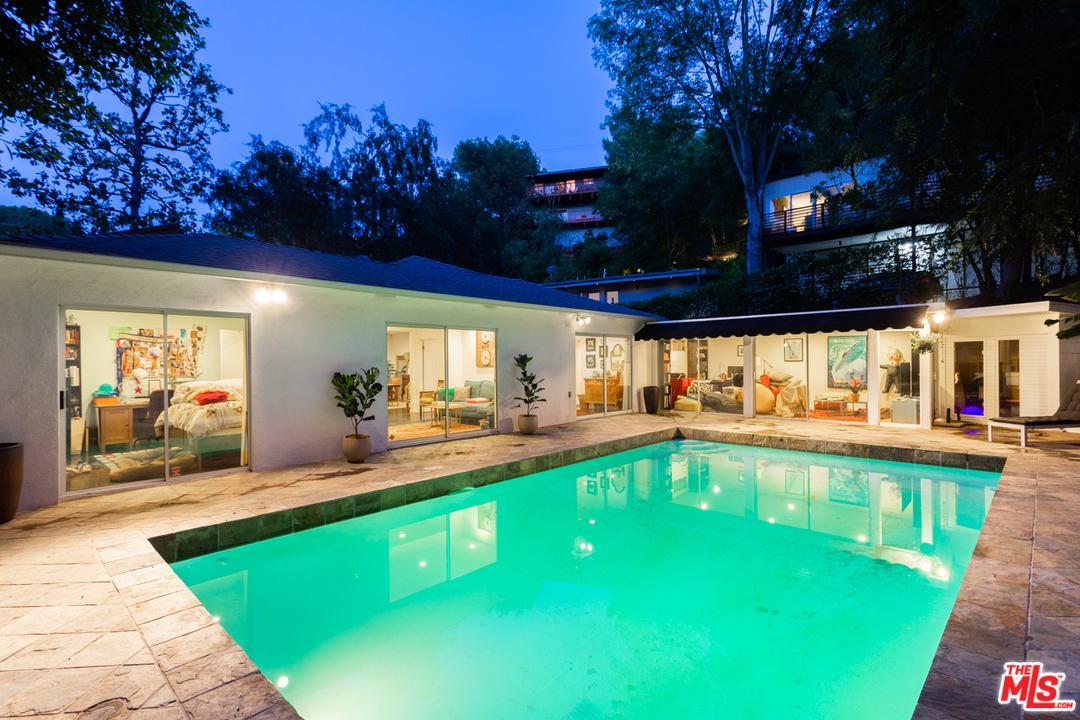8947 Hollywood Hills Rd