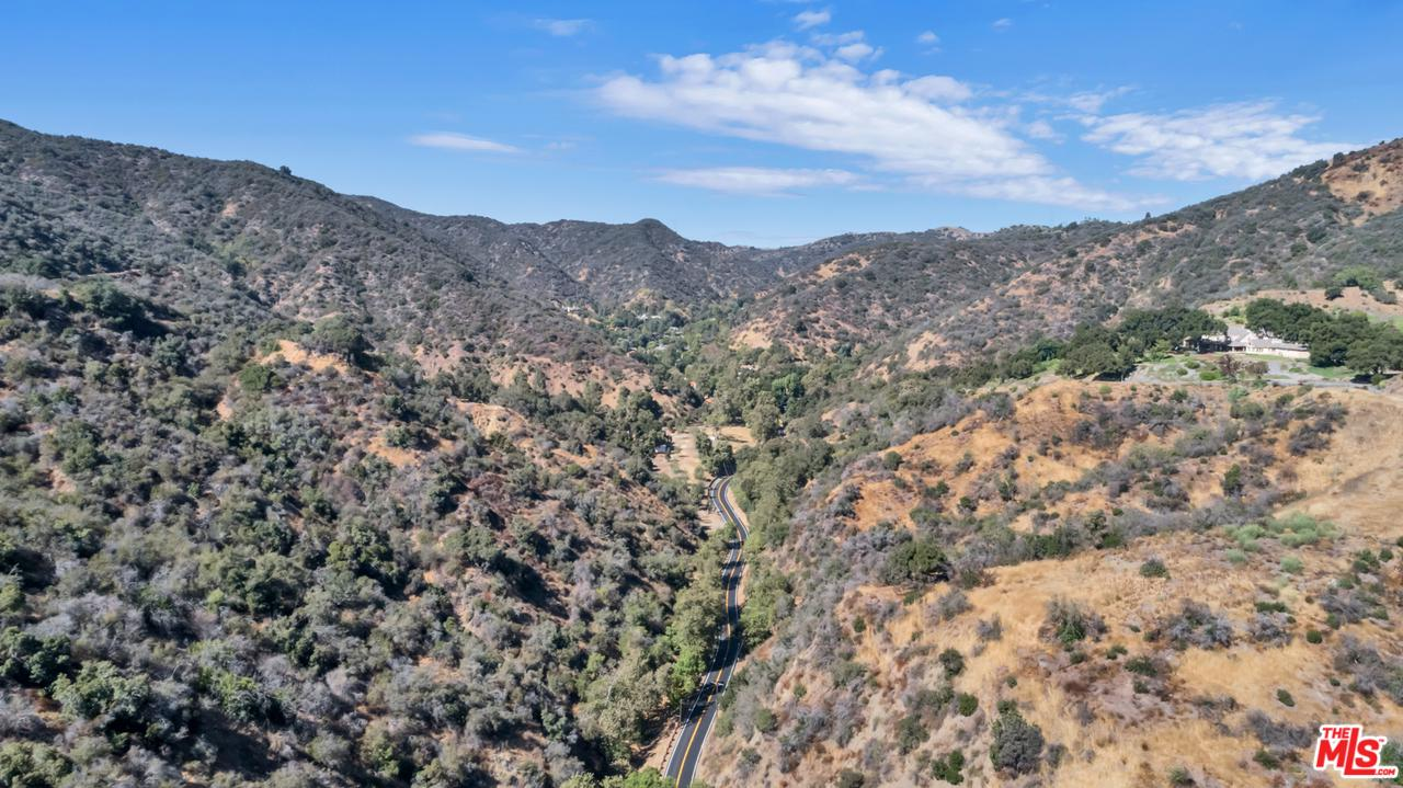 3000 MANDEVILLE CANYON - Brentwood, California