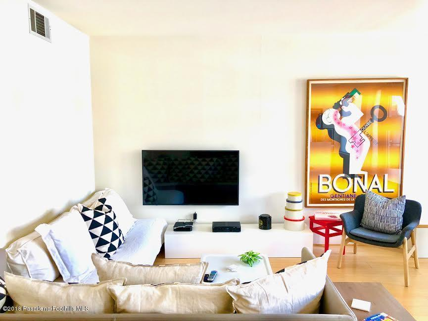 80 RAYMOND, Pasadena, CA 91103 - Living room