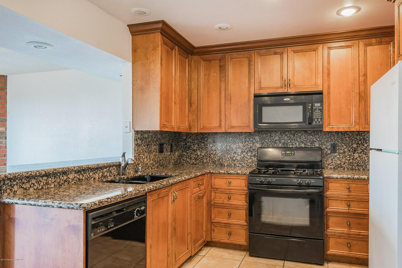 1882 BUCKEYE, Highland, CA 92346 - Kitchen 2