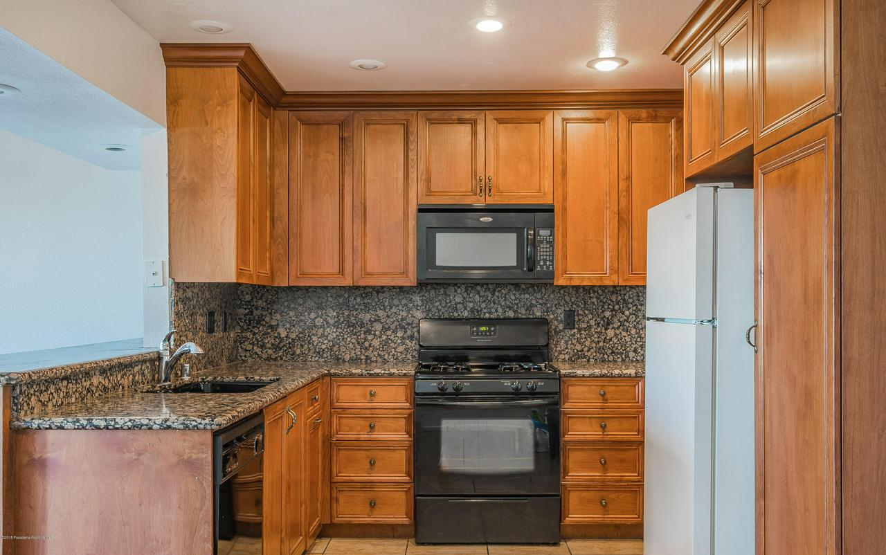 1882 BUCKEYE, Highland, CA 92346 - Kitchen 1