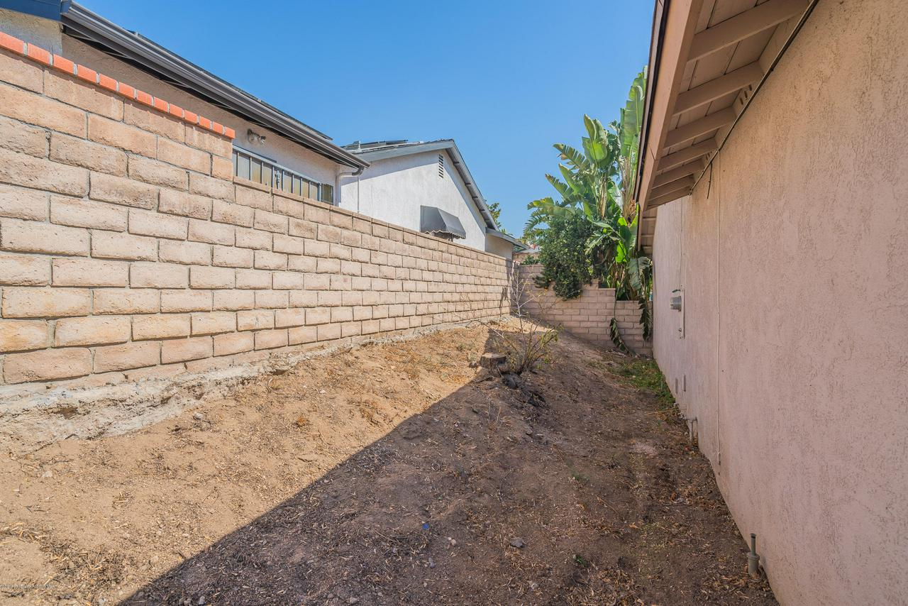 1882 BUCKEYE, Highland, CA 92346 - Side Yard