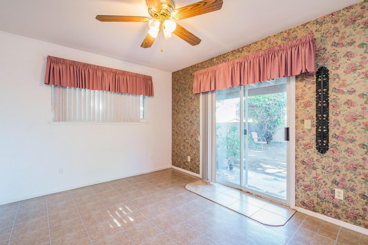 1882 BUCKEYE, Highland, CA 92346 - Bonus Room