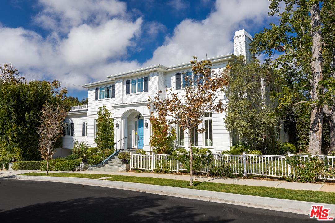 Photo of 16105 NORTHFIELD ST, Pacific Palisades, CA 90272