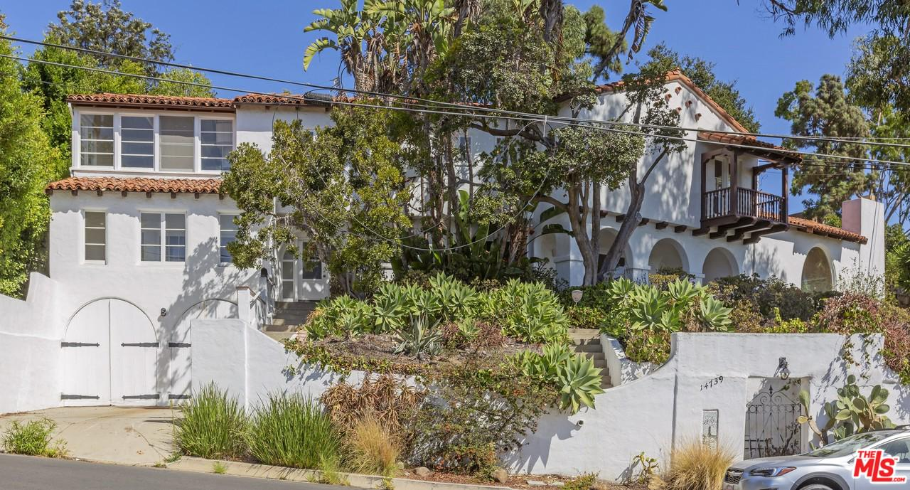 14739 MC KENDREE, Pacific Palisades, CA 90272