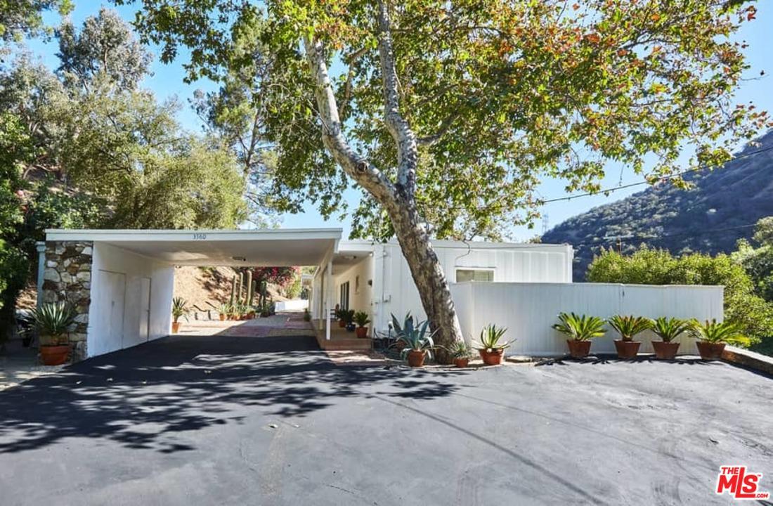 3560 MANDEVILLE CANYON ROAD, LOS ANGELES, CA 90049  Photo 2