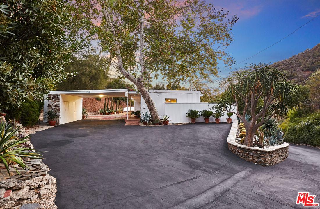 3560 MANDEVILLE CANYON ROAD, LOS ANGELES, CA 90049  Photo 3