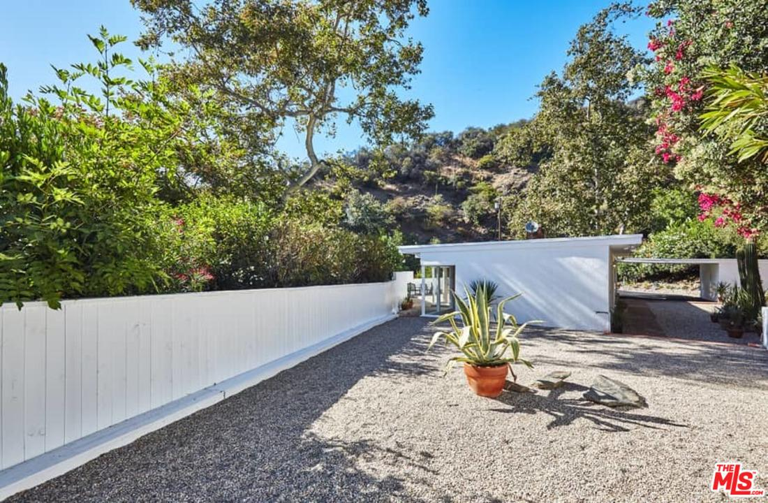 3560 MANDEVILLE CANYON ROAD, LOS ANGELES, CA 90049  Photo 34