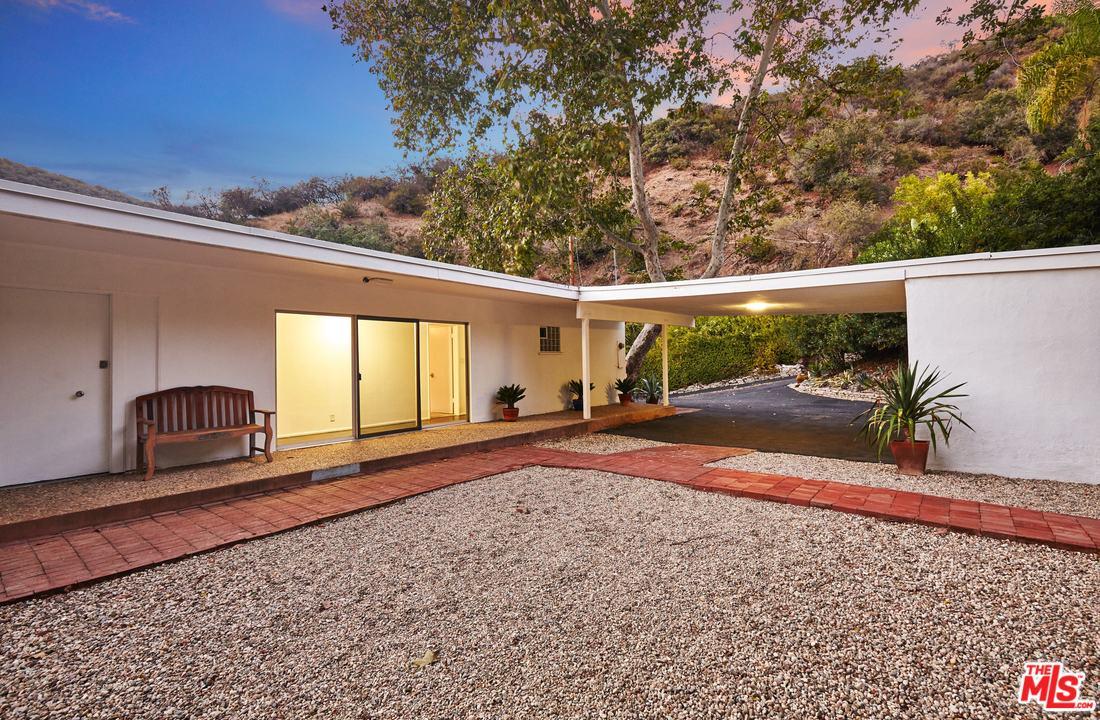 3560 MANDEVILLE CANYON ROAD, LOS ANGELES, CA 90049  Photo 8