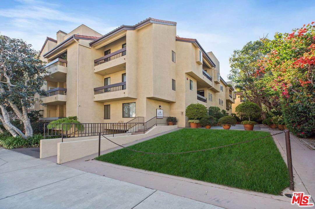 Photo of 621 S BARRINGTON AVE, Los Angeles, CA 90049