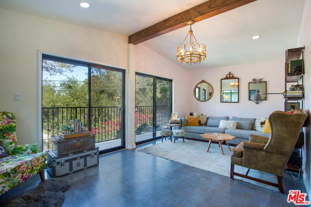 8867 LOOKOUT MOUNTAIN, Los Angeles (City), CA 90046