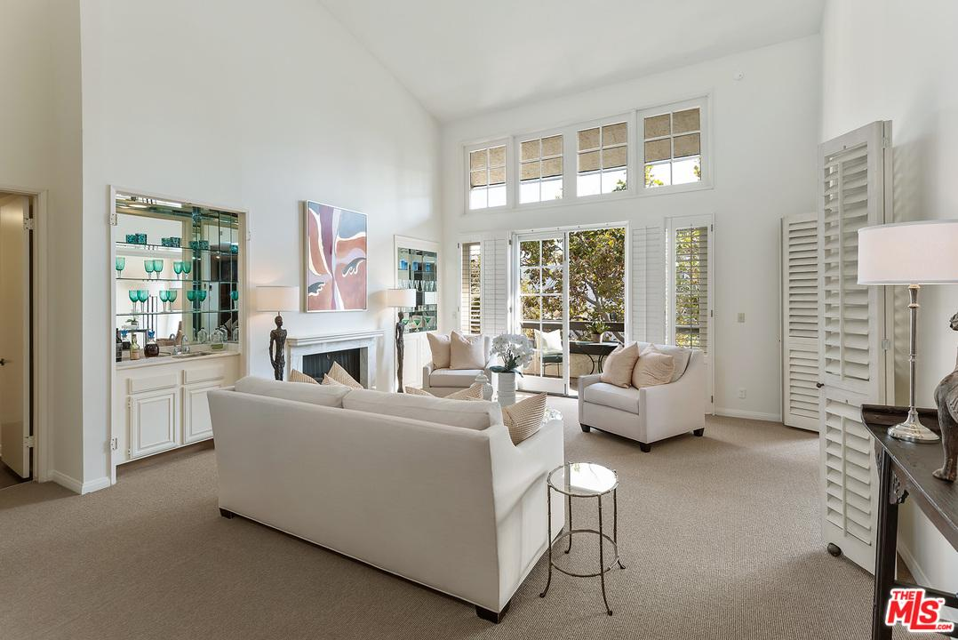 133 SOUTH OAKHURST DRIVE #305, BEVERLY HILLS, CA 90212