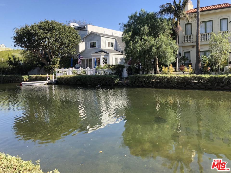 421 CARROLL CANAL, Venice, CA 90291