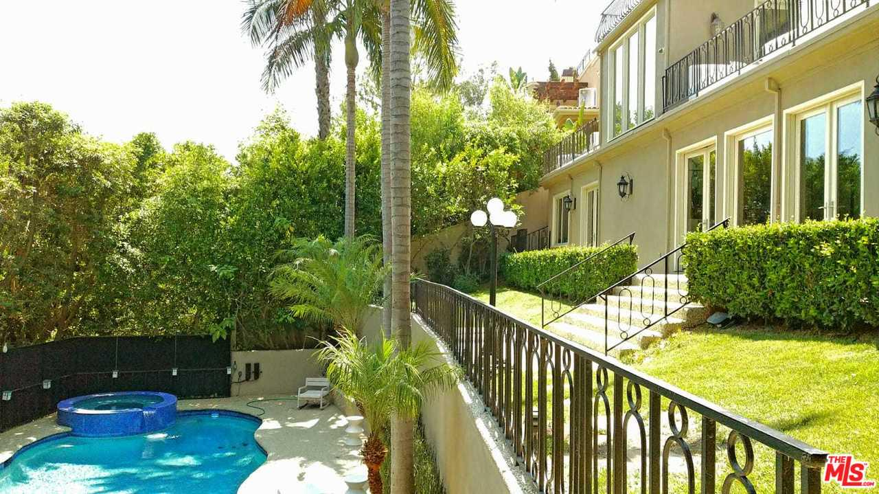 Photo of 2501 BOWMONT DR, Beverly Hills, CA 90210