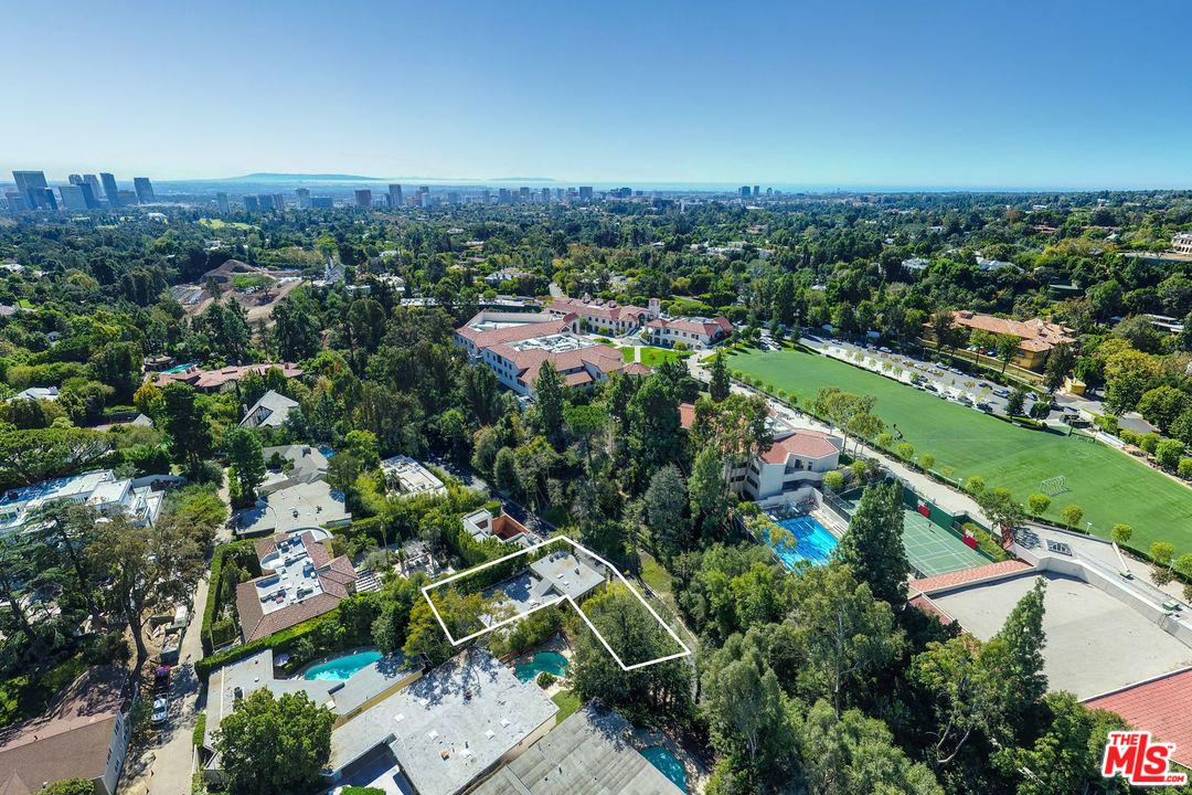 Photo of 1160 BROOKLAWN DR, Los Angeles, CA 90077