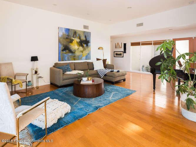 3237 CANYON LAKE, Los Angeles (City), CA 90068 - Living Room