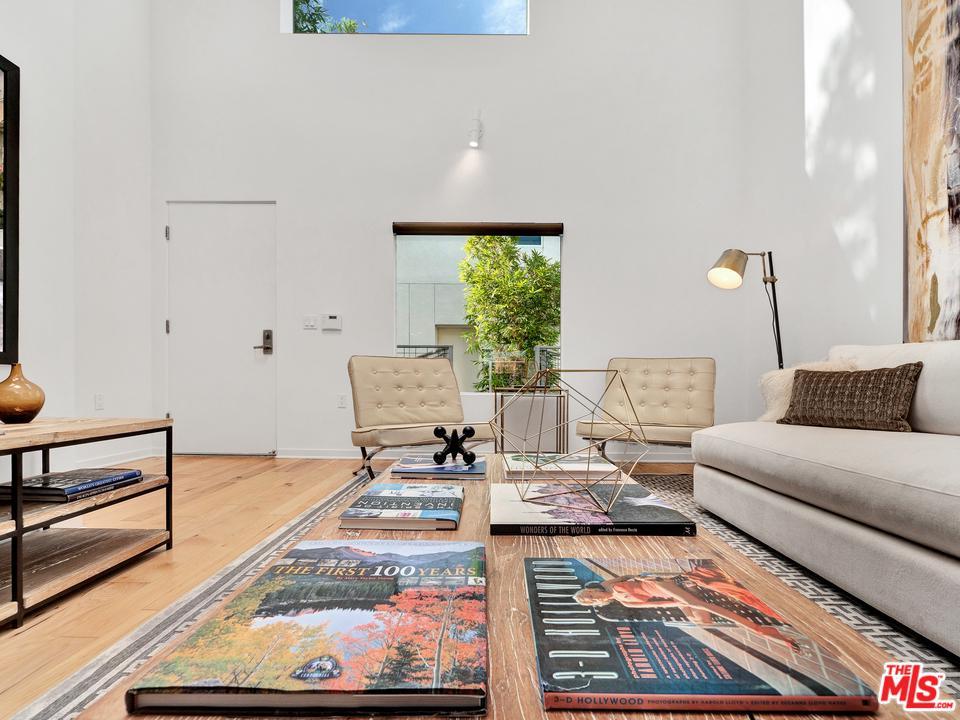 1322 DETROIT, Los Angeles (City), CA 90046