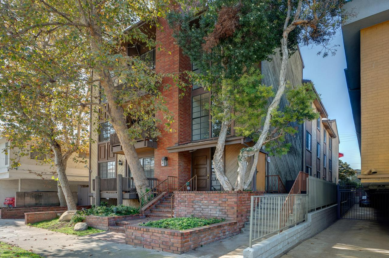 Property for sale at 2307 SOUTH BENTLEY AVENUE #3, Los Angeles,  CA 90064