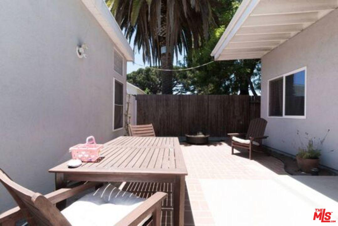 1151 9TH, Manhattan Beach, CA 90266