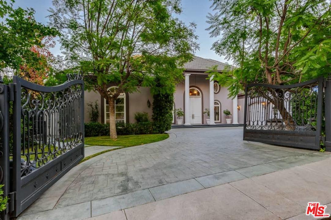 Photo of 12066 SUMMIT CIR, Beverly Hills, CA 90210