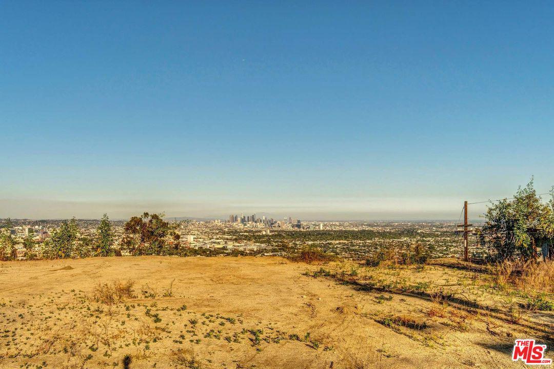 8561 HILLSIDE, Los Angeles (City), CA 90069
