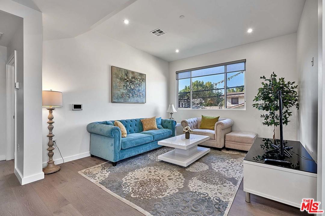 117 MANHATTAN, Los Angeles (City), CA 90020