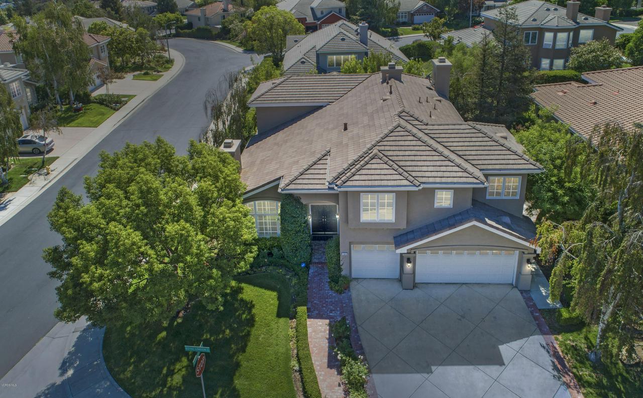 186 ROYAL LONDON, Lake Sherwood, CA 91361 - vivid drone front 186