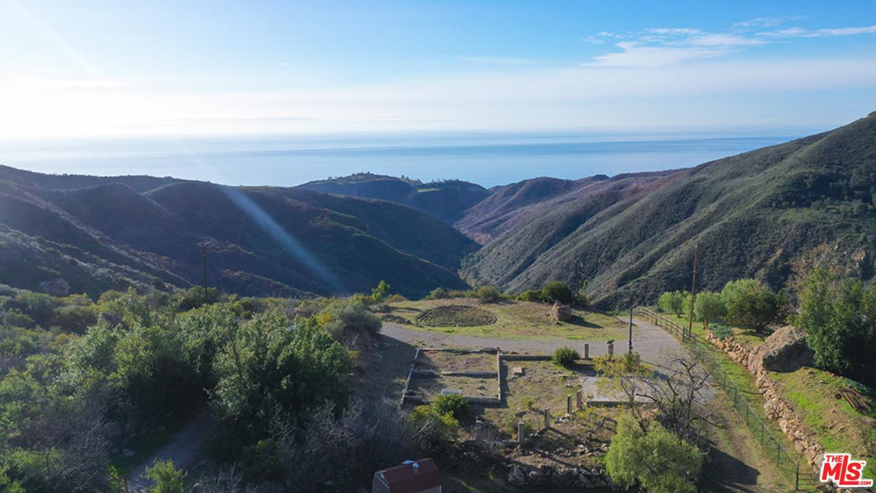 1495 BARRYMORE, Malibu, CA 90265