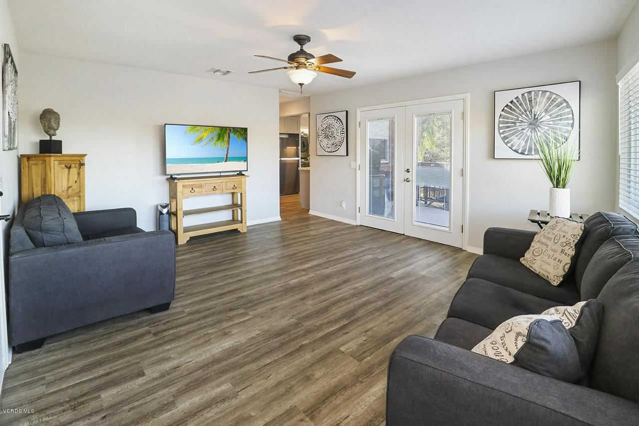 6834 SANTA SUSANA PASS, Simi Valley, CA 93063 - dEntry and Living Room2