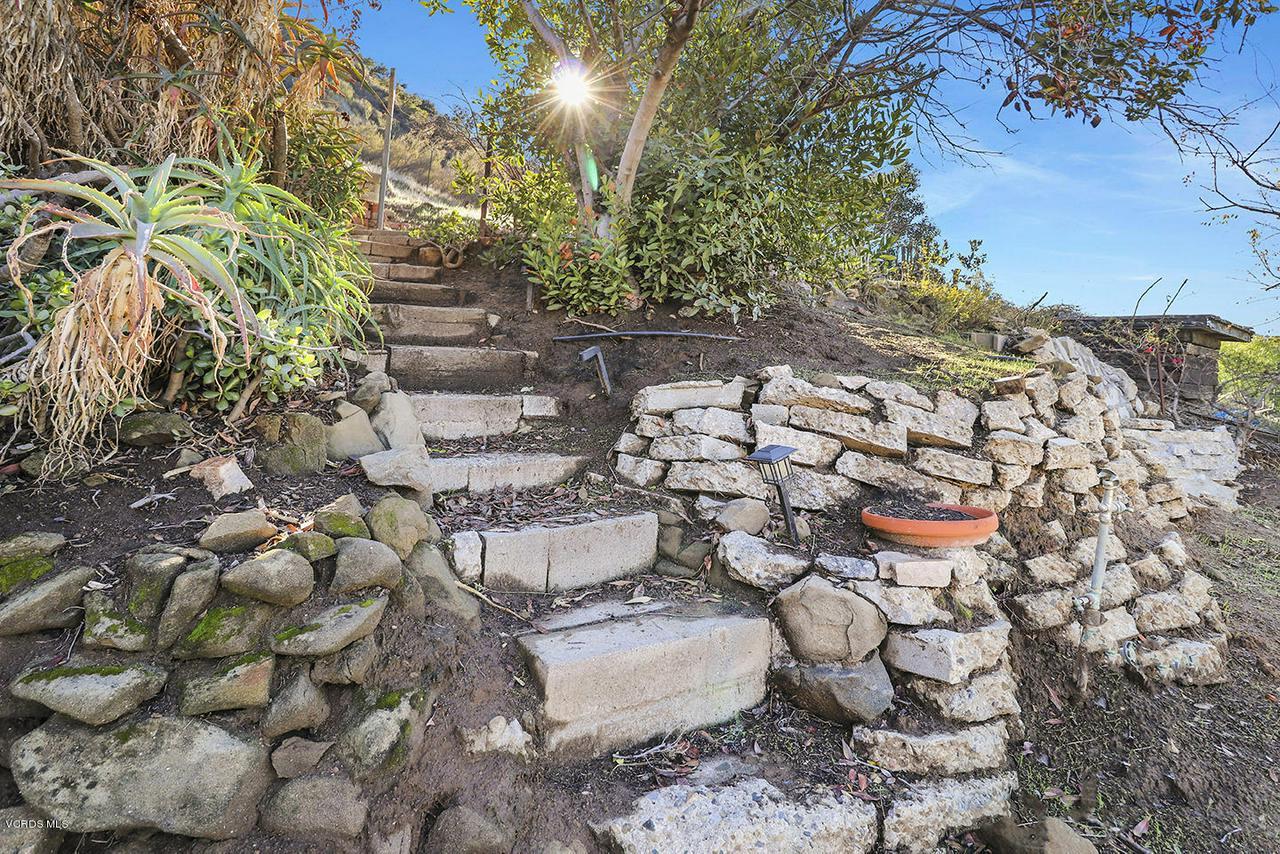 6834 SANTA SUSANA PASS, Simi Valley, CA 93063 - iBackyard and View3