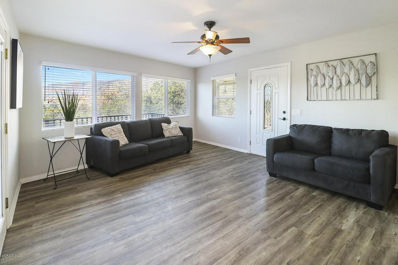 6834 SANTA SUSANA PASS, Simi Valley, CA 93063 - dEntry and Living Room3