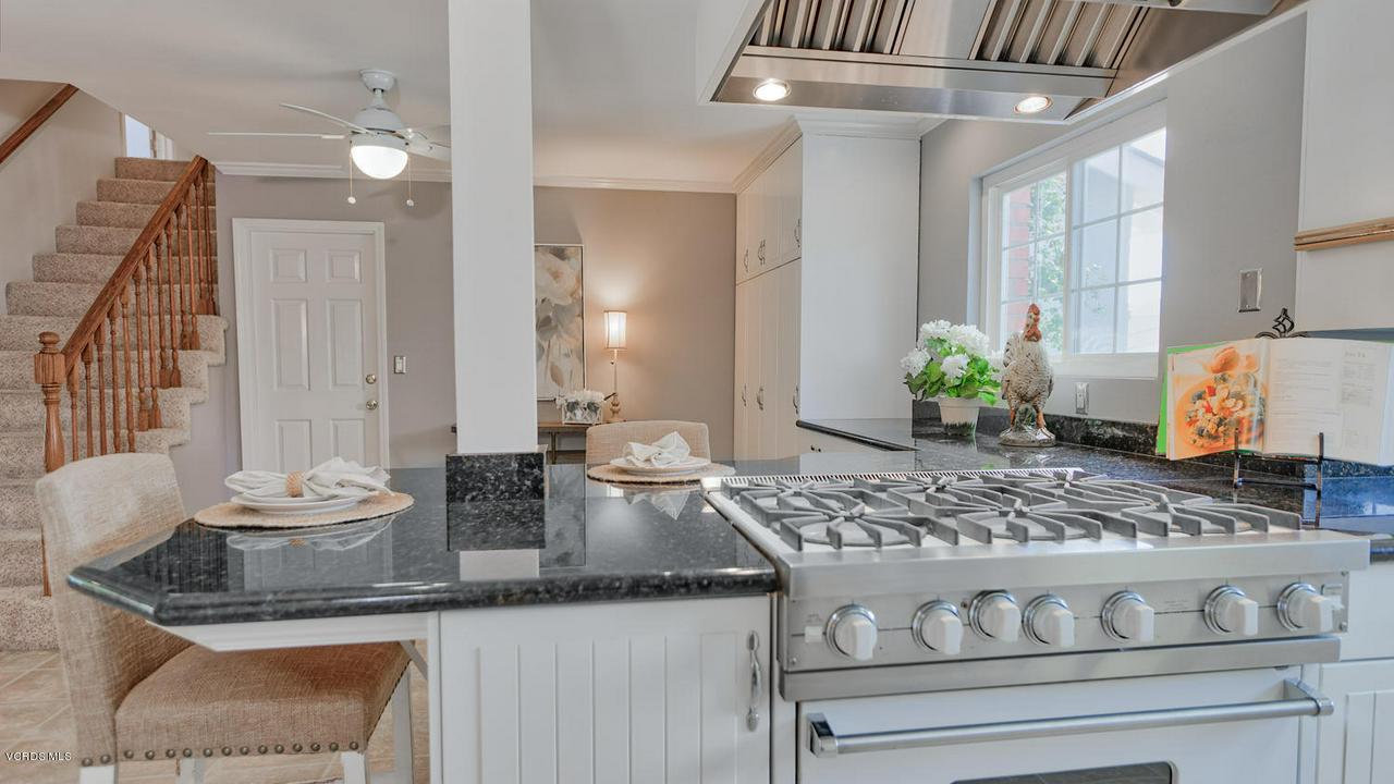 161 SANDRA, Newbury Park, CA 91320 - Breakfast Bar/Eat-in Kitchen