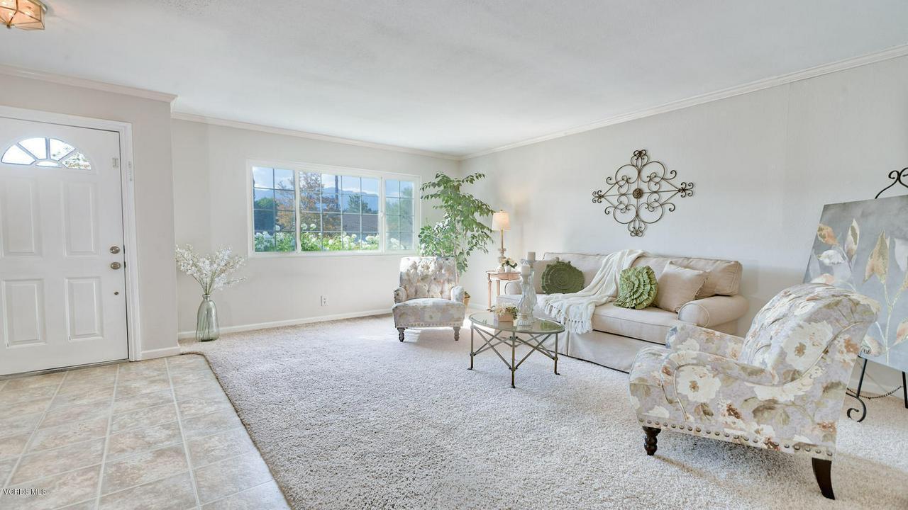 161 SANDRA, Newbury Park, CA 91320 - Living Room