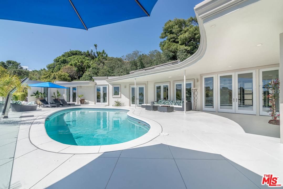 Photo of 1625 LOMA VISTA DR, Beverly Hills, CA 90210