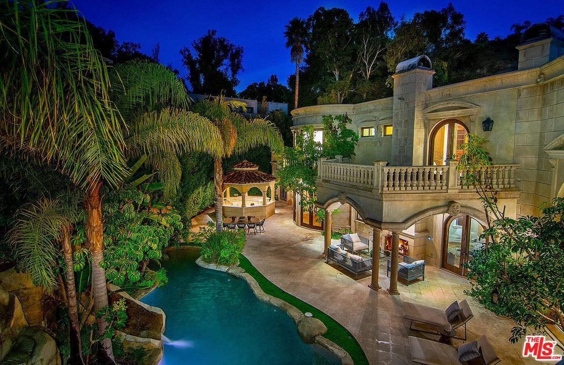 1181 LAUREL Way - Beverly Hills, California