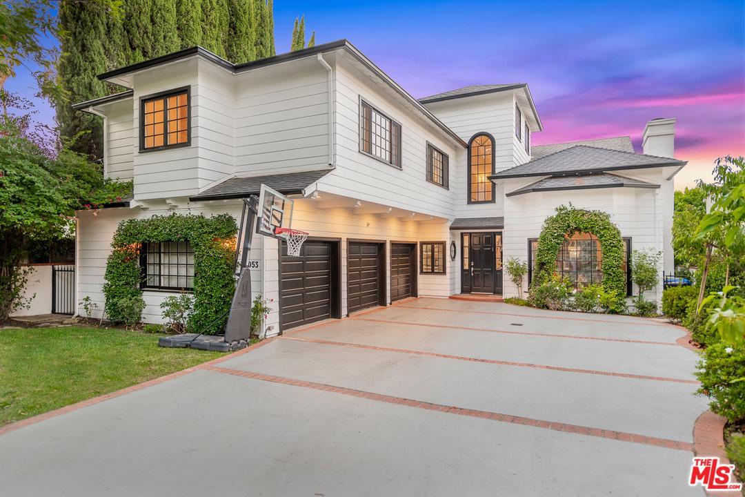 Photo of 15053 SUTTON Street, Sherman Oaks, CA 91403