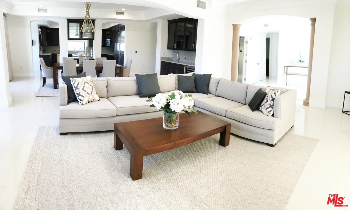 Photo of 462 S MAPLE DR, Beverly Hills, CA 90212