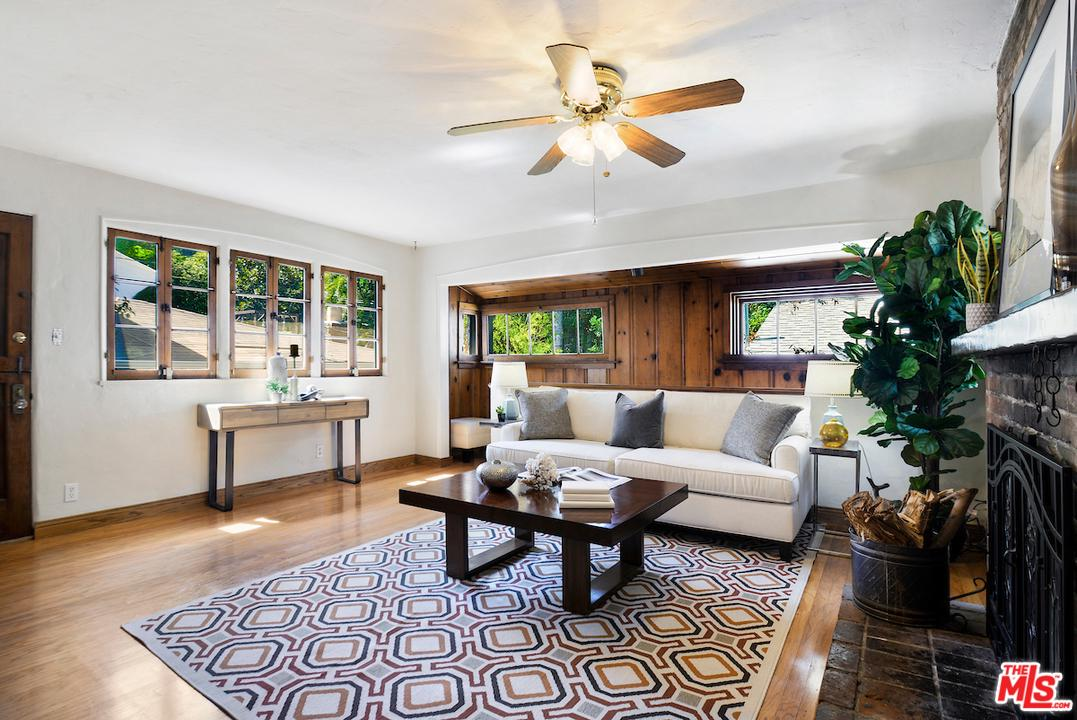 Photo of 8630 LOOKOUT MOUNTAIN Avenue, Los Angeles, CA 90046