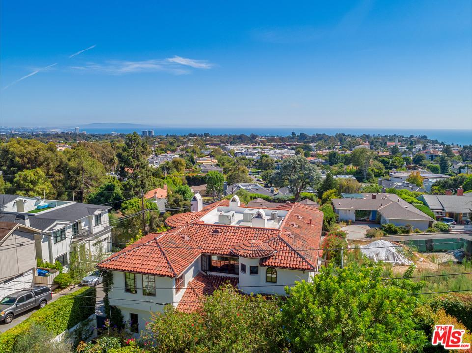 Photo of 15200 MC KENDREE Avenue, Pacific Palisades, CA 90272