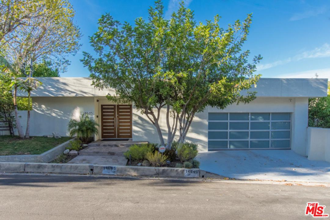 Photo of 14645 ROUND VALLEY Drive, Sherman Oaks, CA 91403