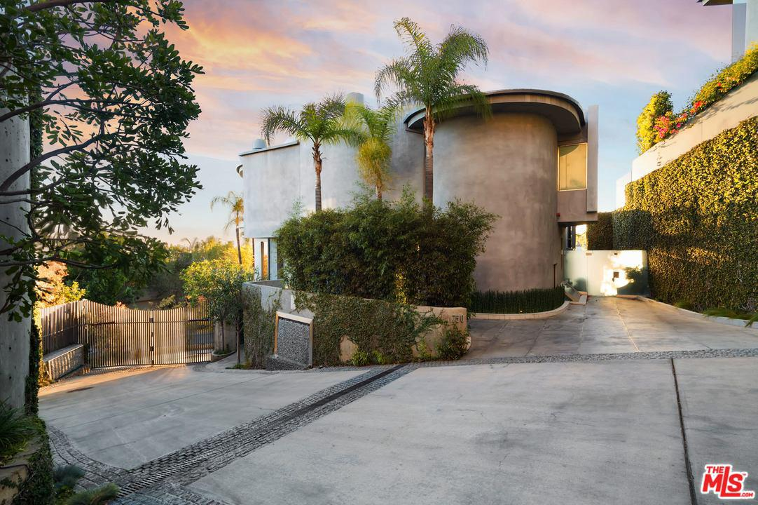 Photo of 1750 VIEWMONT Drive, Los Angeles, CA 90069