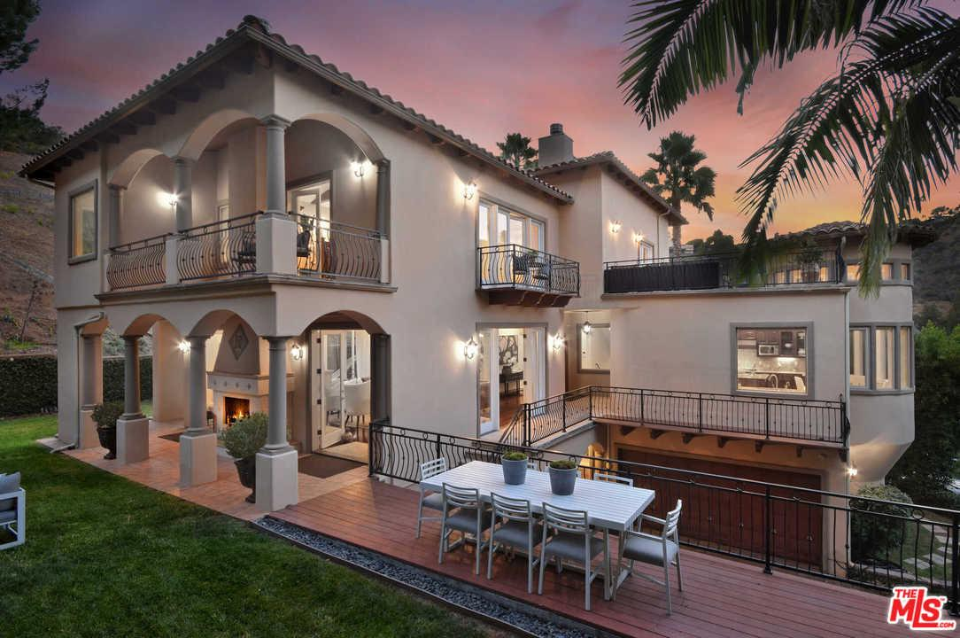 Photo of 15000 SUNSTONE Place, Sherman Oaks, CA 91403