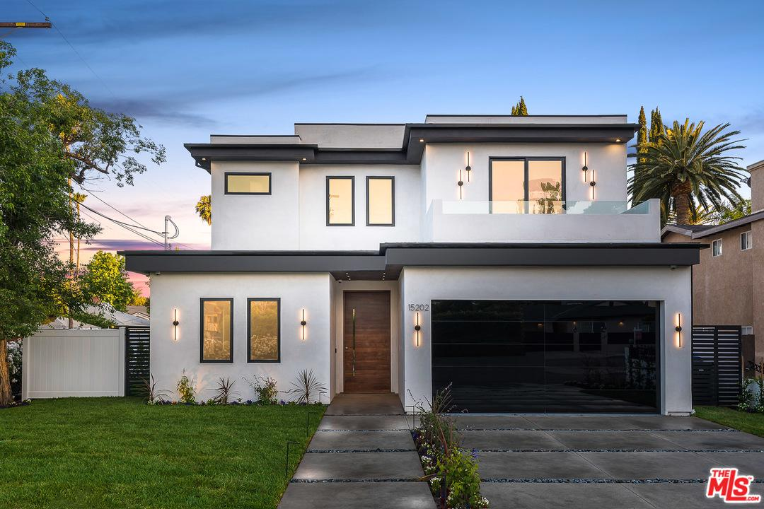 Photo of 15202 HARTSOOK Street, Sherman Oaks, CA 91403