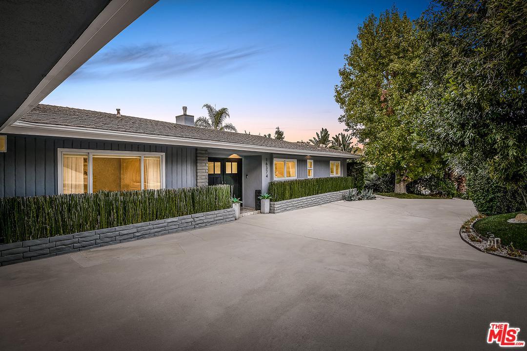Photo of 16374 MANDALAY Drive, Encino, CA 91436