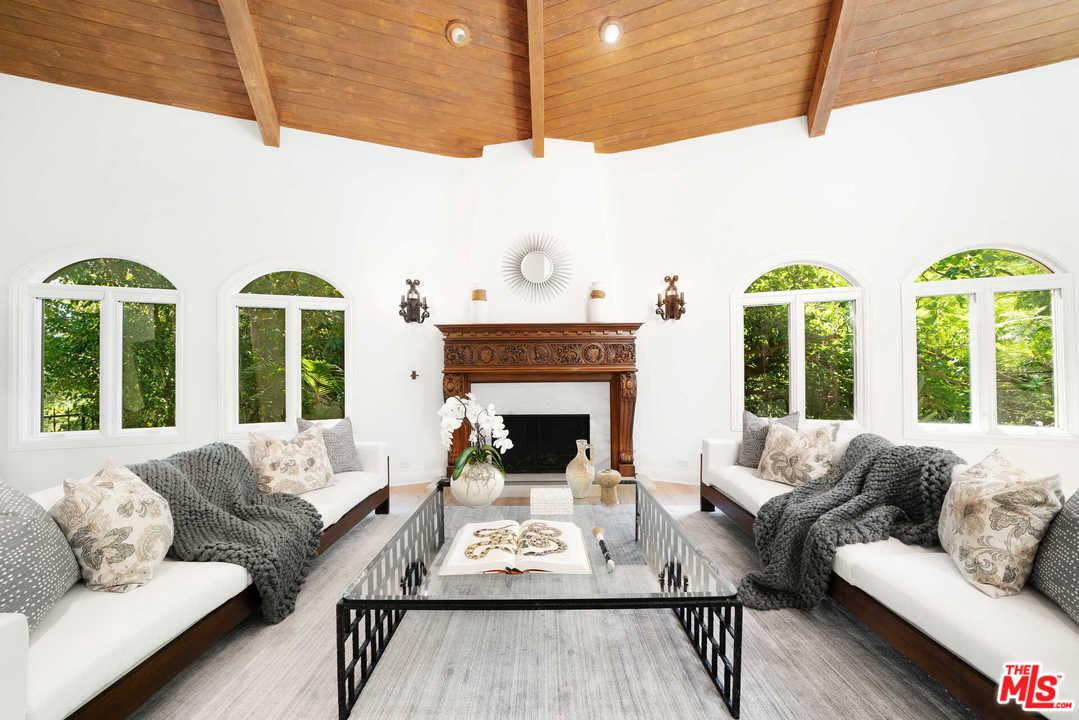 Photo of 7651 WILLOW GLEN Road, Los Angeles, CA 90046