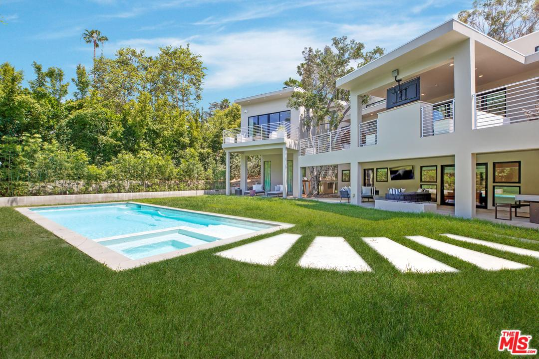 Photo of 1085 CAROLYN Way, Beverly Hills, CA 90210